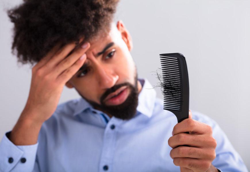 Quelles sont les causes de la perte de cheveux chez les hommes et les femmes ?